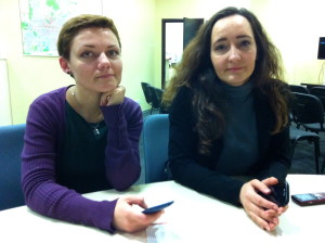 Natalia Kurdinkowa (links) kümmert sich im Zivilforum um die Medienarbeit.