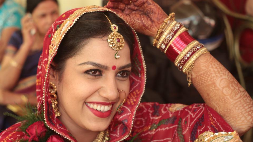 Zur Hochzeit dieser Braut sind 2000 Gäste geladen worden.