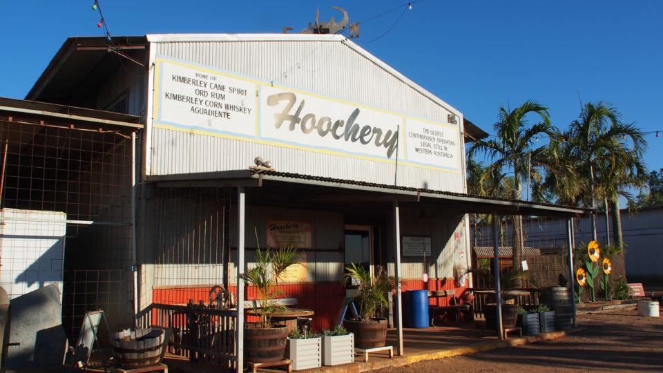 In der nordwest-australischen Kleinstadt Kununurra ist die Rumbrennerei Hoochery beheimatet.