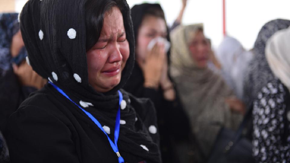 Trauernde Frauen bei einem Begräbnis in Kabul.