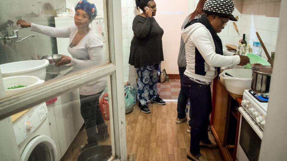 Künftig wollen sie ein Catering mit afrikanischem Essen aufbauen, um eine Alternative zur Prostitution zu bieten.