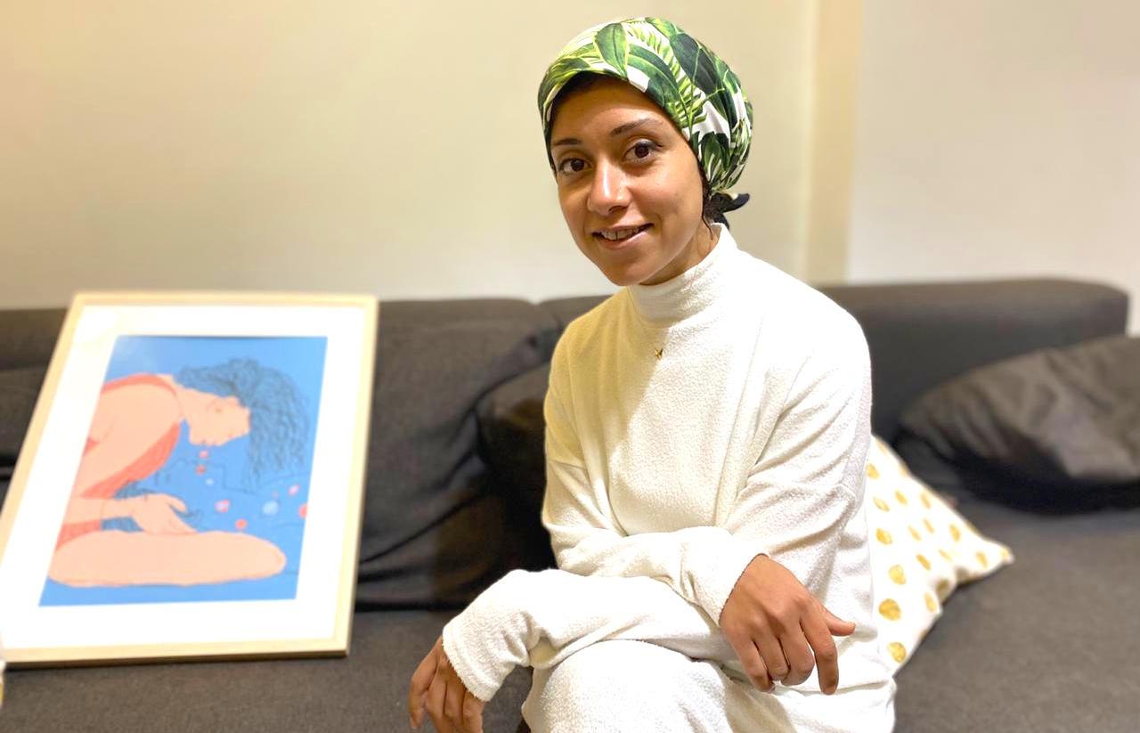 Kritische Frauenthemen in PastellfarbenPortrait der ägyptischen Illustratorin Lamiaa Ameen
